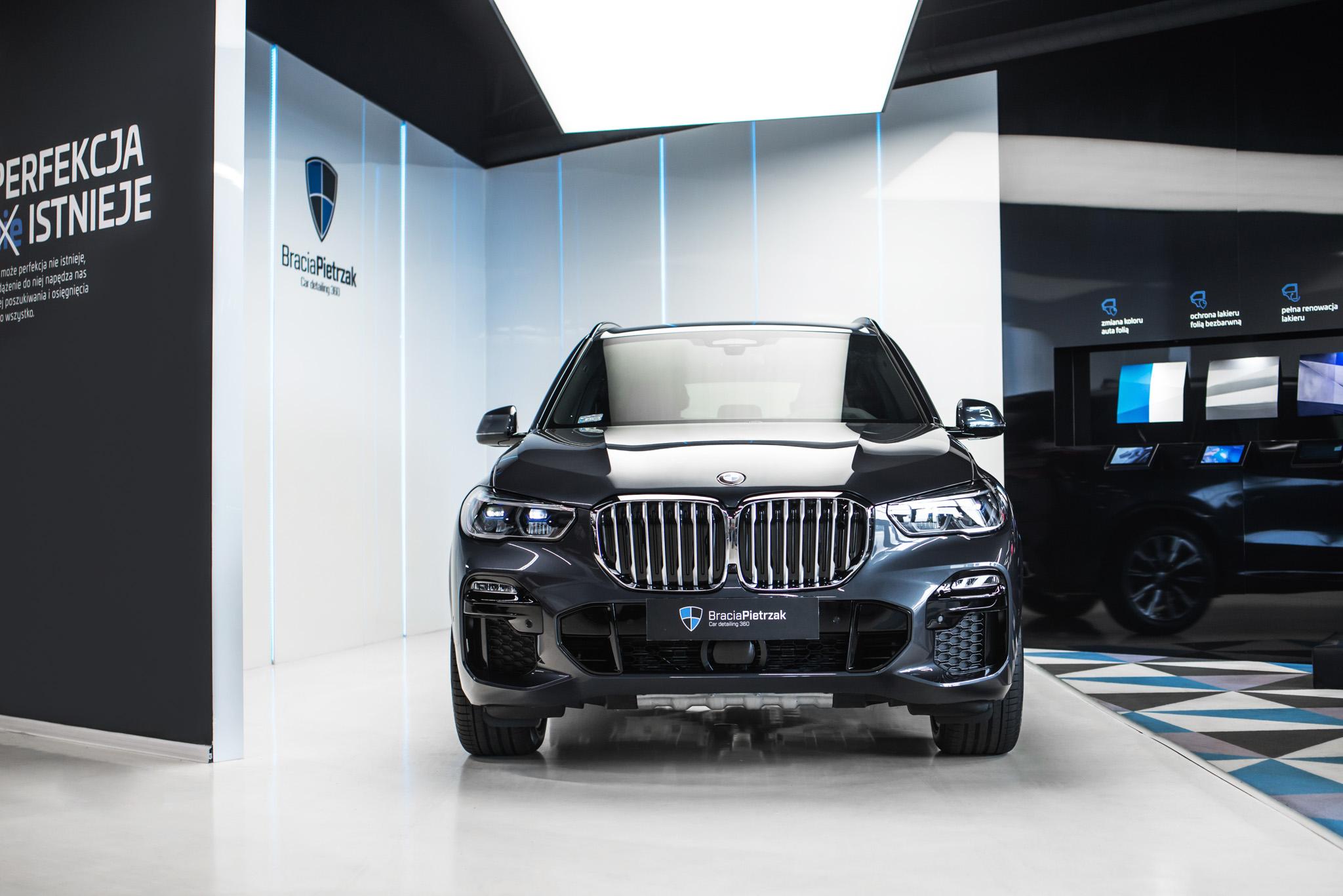 01_BMW_X5_2018_05_21_BMW_X5